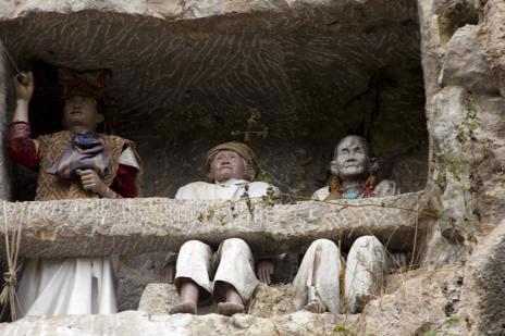 Lễ tang kỳ lạ nhất thế giới của bộ lạc cổ ở indonesia