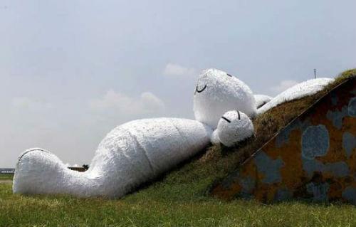 Thỏ trắng hà mã khổng lồ soán ngôi chú vịt vàng dịp trung thu