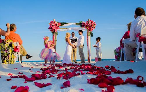 Tiệc cưới lãng mạn trên bãi biển