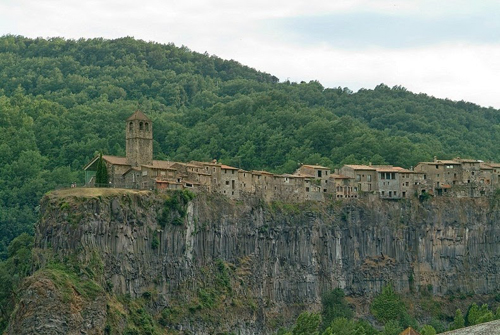 Castellfollit de la roca - ngôi làng đẹp hơn cả tranh vẽ