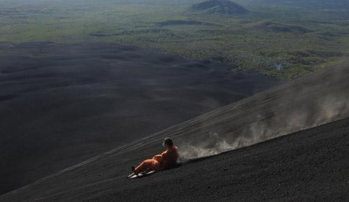 Đường đua mạo hiểm trên núi lửa ở nicaragua