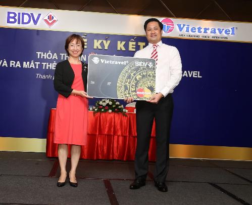 Vietravel cùng mastercard bidv ưu đãi du khách