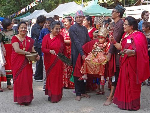 Cuộc đời bó buộc của các thánh nữ đồng trinh ở nepal