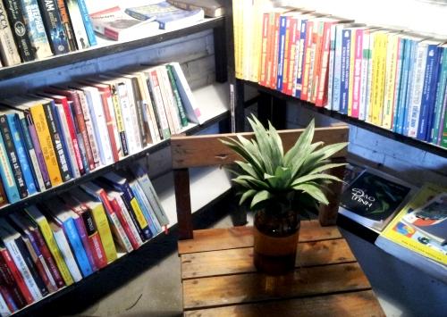 Đọc sách và uống cà phê đăk lăk giữa hà nội