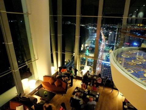 Khách sạn trên tòa nhà cao nhất nha trang