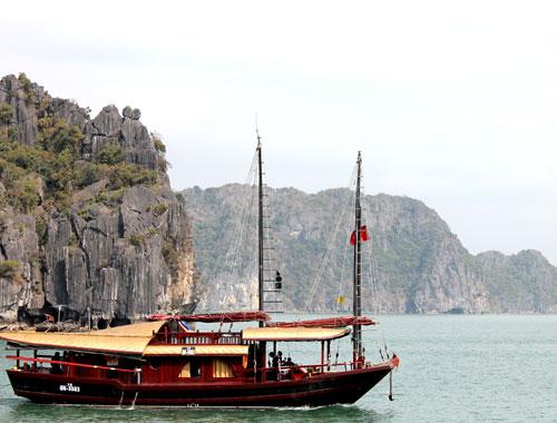 Quảng ninh giảmgiá vé tàu tham quan vịnh hạ long