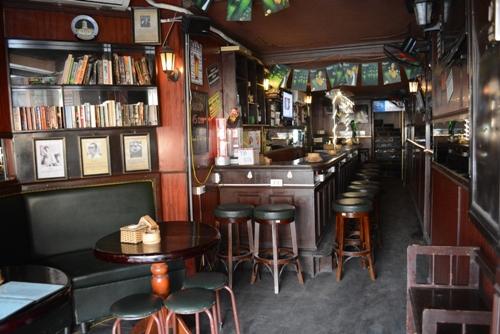 5 bar tây hút khách ở phố cổ hà nội