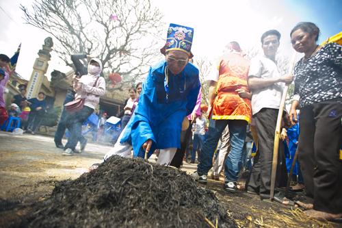 Sôi động lễ hội nấu cơm thi ở làng thị cấm