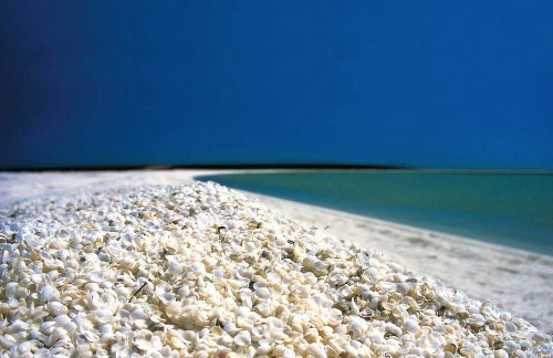 Dạo quanh 12 bãi biển không cát nhưng đẹp tuyệt trần trên thế giới