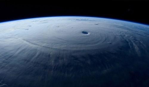 Kinh hoàng hình ảnh siêu bão maysak