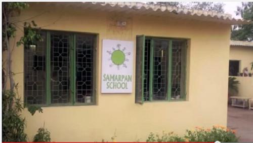Lớp học được xây dựng từ 6000 vỏ chai nhựa rác thải