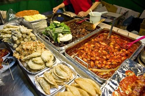 Mẹo ăn ngon rẻ khi đi du lịch nước ngoài
