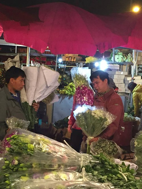 xâm nhập các chợ hoa hà nội trước ngày 83