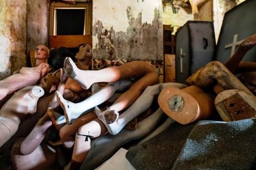 Cảnh tượng ma quái bên trong bảo tàng sáp bỏ hoang
