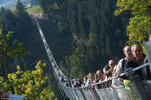 Chiêm ngưỡng cây cầu dây văng dài nhất nước đức