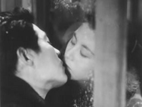 Event hôn người lạ được tổ chức trong ngày của nụ hôn tại nhật bản