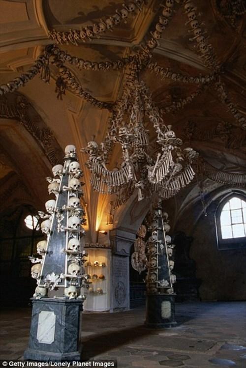 Kì lạ nhà thờ được trang trí bởi hơn 70000 bộ xương người