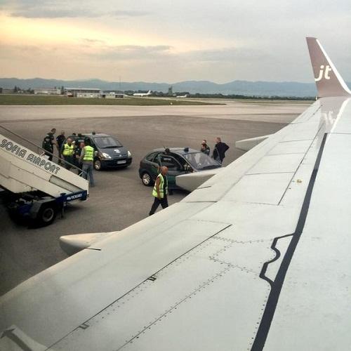 Máy bay hạ cánh vì du khách say quấy rối tiếp viên