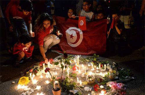 Chàng trai tunisia cầu xin du khách tha thứ về vụ thảm sát