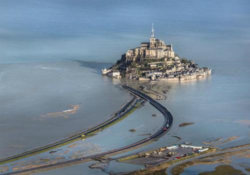 Những con đường chia đôi đại dương nổi tiếng thế giới