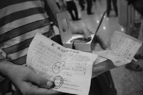 Khách bị hướng dẫn viên nhốt và ép mua nữ trang ở hong kong