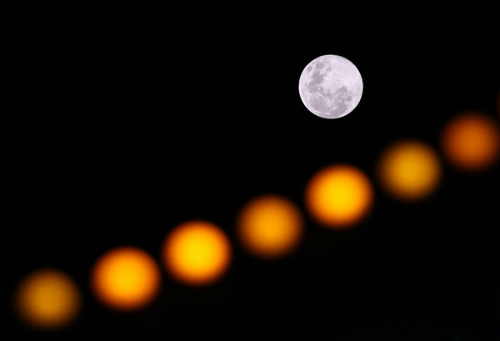 Trung quốc nở rộ trào lưu ngắm trăng rằm từ máy bay