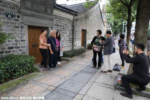 Du khách kéo đến tham quan nhà của chủ nhân giải nobel y học