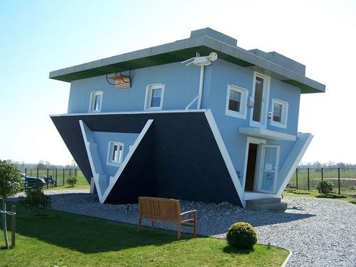 Những ngôi nhà lộn ngược nổi tiếng thế giới