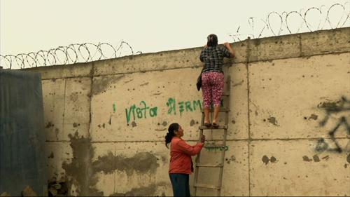 Thành phố chia cách giàu nghèo chỉ bằng một bức tường