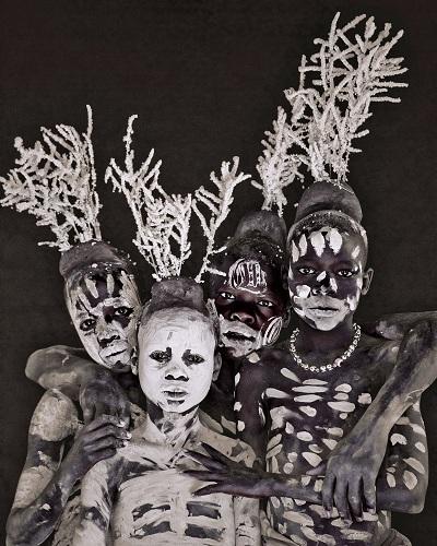 Bộ tộc vẫn tồn tại nghi lễ tàn bạo ở châu phi