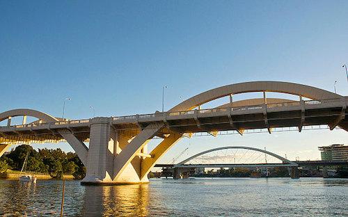 Du khách anh biến mất sau khi nhảy cầu ở australia