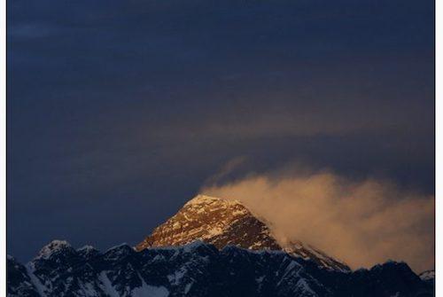 Everest - đỉnh núi không thể bị chinh phục năm 2015