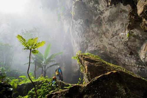 Màn cầu hôn trong hang động lớn nhất thế giới
