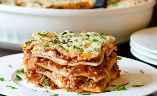Mỳ lasagna và cá tuyết - món ăn được ưa chuộng ngày đầu năm