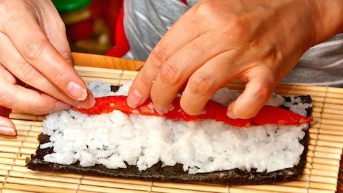 Nghệ thuật làm sushi cuộc chơi không chỉ dành cho đàn ông ở tokyo