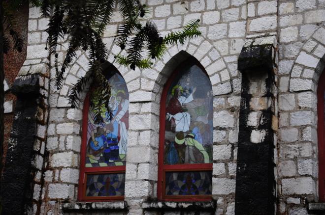 Nhà thờ cổ trong lòng phố núi sa pa