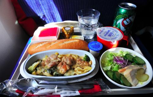 Suất ăn phổ thông và thương gia trên các hãng bay nổi tiếng