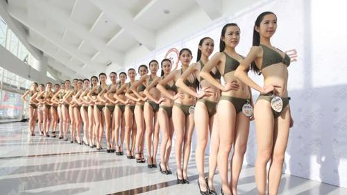 Trình diễn bikini trở thành tiêu chí chọn tiếp viên hàng không