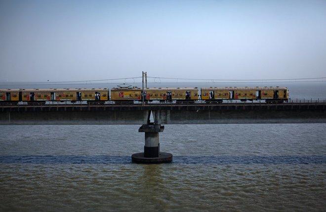 Kỷ lục trên những toa tàu quá tải ở ấn độ