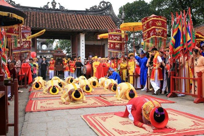Lễ hội cổ loa sôi động