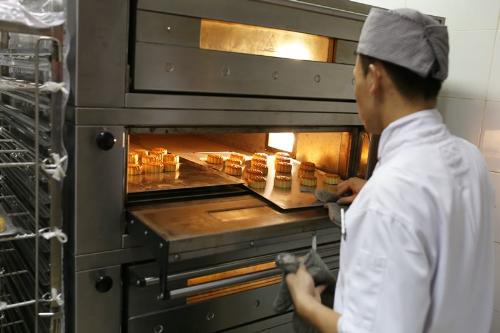 Bánh trung thu được làm bởi đầu bếp khách sạn 5 sao