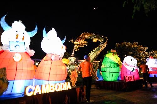 Lễ hội đèn lồng rực rỡ sắc màu tại asia park