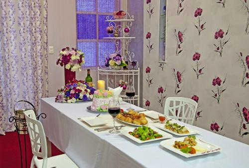 Thưởng thức món ăn ngon trong khung cảnh lãng mạn tại sonate