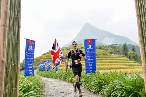 Đại sứ anh chinh phục 70 km đường núi ở sa pa